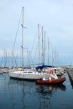 Żeglowanie łodzie W Marina zdjęcie royalty free