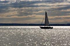 Żeglowanie statek na Jeziornym Balaton Zdjęcia Royalty Free