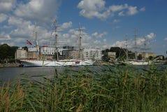 Żeglowanie statki zbliżają bulwar Obrazy Royalty Free