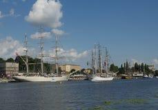 Żeglowanie statki zbliżają bulwar Zdjęcie Royalty Free