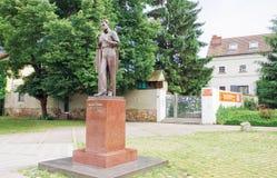 Egon Schiele monument nära museet som är hängivet till den berömda österrikiska målaren, Tulln Royaltyfria Bilder