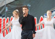 Egor Belov zingt een lied Stock Afbeelding