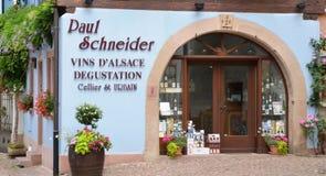 Eguisheim, Frankrijk - juni 19 2015: schilderachtig dorp in de zomer Stock Afbeelding