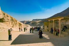 egypt görar till kung dalen Februari 18, 2017: Besöka för turister Arkivfoto
