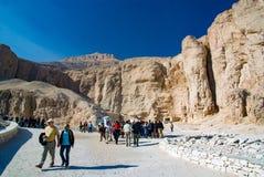 egypt görar till kung dalen Februari 18, 2017: Besöka för turister Royaltyfri Bild