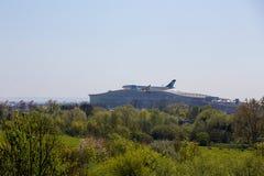 EgyptAir Airbus A330 à l'approche à l'aéroport de Heathrow Photos stock