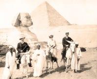 Egypte, Sfinx, Piramides, met Toeristen 1880 stock foto's
