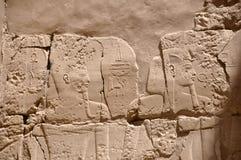 Egypten faraoväggmålningar på pyramiden Arkivbilder