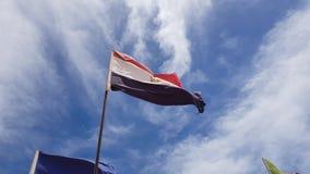 Egypten flagga p? himmelbakgrund arkivfilmer