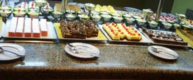 Egypten Hurghada i Juli 2010: Frukostbuffé på hotellet Arkivfoton
