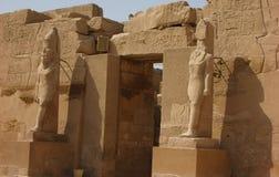 Egypten Juli 7, 2010: Stenskulpturen av gudarna Arkivfoton
