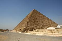 Egypten. Kairo - Giza. Allmän sikt av pyramider från Gizaen Fotografering för Bildbyråer