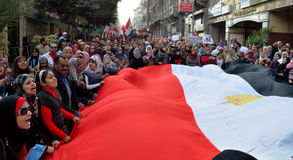 Egyptenaren die legerbarbarisme protesteren tegen vrouwen Stock Afbeelding