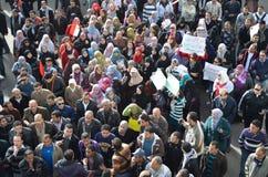 Egyptiens protestant la brutalité d'armée contre des femmes Images stock