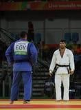 EgyptierJudoka islam El Shehaby L vägrar att skaka händer med israelen Ori Sasson, når den har förlorat män +100 kg match av Rio  Royaltyfri Fotografi