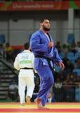EgyptierJudoka islam El Shehaby L vägrar att skaka händer med israelen Ori Sasson, når den har förlorat män +100 kg match av Rio  Arkivfoto