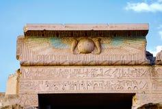 Egyptische beelden en hiërogliefen stock foto