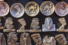 Egyptische herinneringen en standbeelden in kleine winkel, Kaïro, Egypte Stock Fotografie