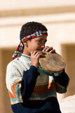 Egyptische jongen dichtbij Abu Simbel Temple, Egypte Royalty-vrije Stock Afbeelding