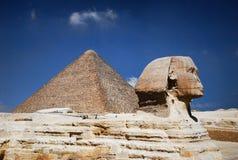 Egyptische sfinx en piramide Royalty-vrije Stock Foto's