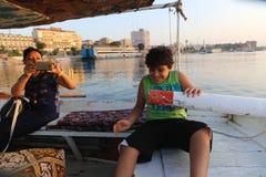 Egyptisk familj på fartyget royaltyfri bild