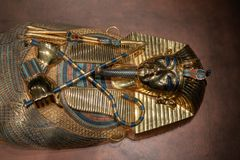 Egyptisk faraojordfästningsarkofag på skärmen fotografering för bildbyråer