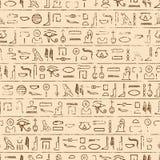 Egyptisk hieroglyferbakgrund Arkivfoton