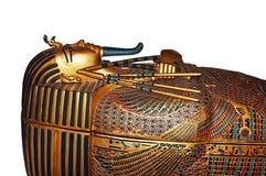 Egyptisk mammasarkofag som isoleras på vit arkivfoton