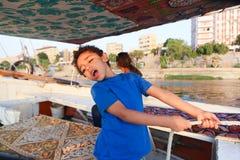 Egyptisk pojke på fartyget royaltyfria bilder