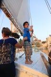 Egyptisk pojke på fartyget arkivbilder