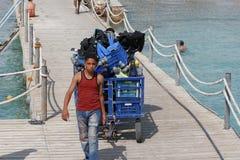 Egyptisk pojke på pir Royaltyfria Foton