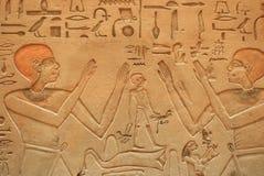 egyptisk stenvägg för carvings Royaltyfri Bild
