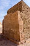 Egyptiska gravyrer för forntida tempel på Royaltyfria Bilder