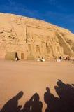 Egyptiska jättepharaohs för forntida tempel Royaltyfria Bilder