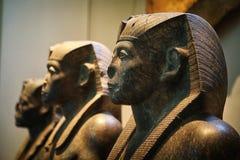egyptiska statyer Arkivfoton