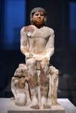 Egyptiskt skulptursammanträde Arkivfoto