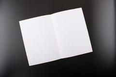 Egzamin próbny podnosi na czarnym tle Fotografia Stock