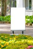 Egzamin próbny Up Plenerowa reklama, pusty billboard outdoors, informaci publicznej deska w parku obrazy royalty free