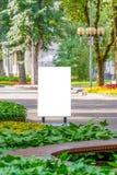 Egzamin próbny Up Plenerowa reklama, pusty billboard outdoors, informaci publicznej deska w parku zdjęcie royalty free