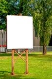 Egzamin próbny Up Plenerowa reklama, pusty billboard outdoors, informaci publicznej deska w parku zdjęcia stock