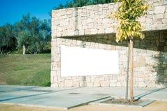 Egzamin próbny Up Pusty billboard outdoors, plenerowa reklama, informaci publicznej deska na kamiennej ścianie Obraz Stock