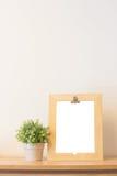 Egzamin próbny w górę drewnianej ramy i rośliny fotografia royalty free