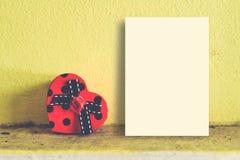 Egzaminu próbnego up papieru pokaz, Czerwony serca pudełka kształt Zdjęcie Royalty Free