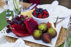 egzota owocowy półmiska stół Zdjęcie Royalty Free