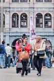 Egzotyczna Muzułmańska dziewczyna na Grobelnym kwadracie, Amsterdam, holandie Zdjęcie Royalty Free