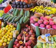 Egzotyczna owoc wystawiająca w koszach Fotografia Stock