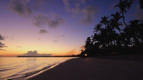 Egzotyczna wyspa i piękny wschód słońca na plaży Ranek w Punta Cana, republika dominikańska zbiory wideo