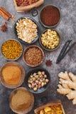 Egzotyczne pikantność i curry mikstury i fotografia royalty free