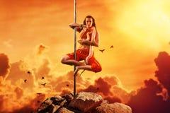 Egzotycznego słupa dancingowa kobieta Zdjęcie Stock