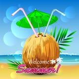 Egzotyczny kokosowy koktajl na plaży Zdjęcia Royalty Free